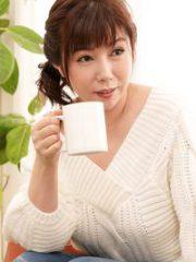 美原咲子 (抱き心地良さそうな柔肌おばさん) 隣人を惑わすノーブラ奥さん : 美原咲子